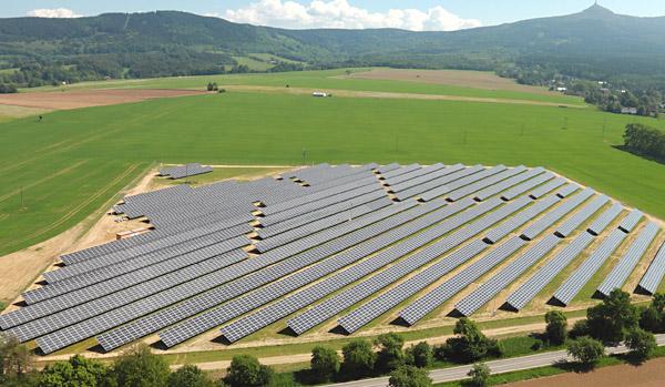 Die 3 Megawatt-Anlage im tschechischen Osecna zählt zu den größten von ANTARIS SOLAR errichteten Solarparks.