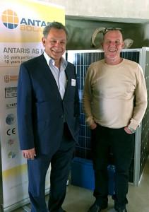 Tony Masmanides und Peter Strydom (von links), Geschäftsführer von Enerjetic Distributors CC, Johannesburg
